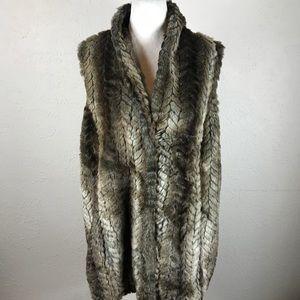 Liz Claiborne woman 1x faux fur vest plus